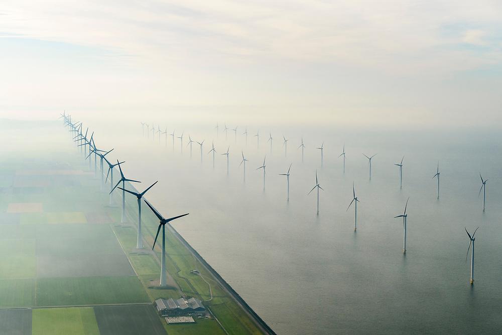 Nederland, Flevoland, Noordoostpolder, 04-11-2018;  energielandschap: windmolens in de ochtendnevel, Noordoostpolder, ten noorden van Urk. Het grootste windmolenpark van Nederland, Windpark Noordoostpolder. De mega windmolens zijn zowel op land als in het IJsselmeer gebouwd. Het windmolenpark van de Koepel Windenergie Noordoostpolder is een initiatief van NOP Agrowind, energiebedrijf RWE/Essent en Westermeerwind.<br /> Energy landscape, wind turbines in the morning haze, the largest wind farm in the Netherlands, Wind farm Northeast Polder. On land and offshore in IJsselmeer.<br /> luchtfoto (toeslag op standaard tarieven);<br /> aerial photo (additional fee required);<br /> copyright© foto/photo Siebe Swar
