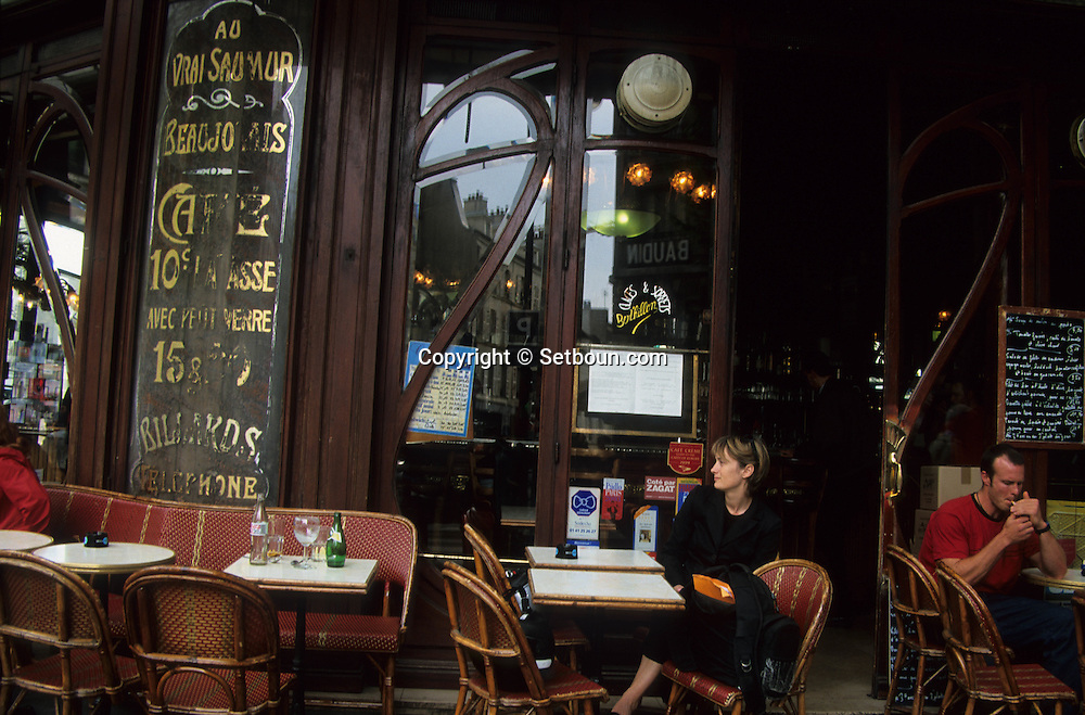France. Paris. 11th district. Le Bistrot du Peintre. cafe restaurant. bastille / 116, avenue Ledru Rollin 75011  Boutique ancienne.       /   Le Bistrot du Peintre. cafe restaurant. bastille / 116, avenue Ledru Rollin 75011   Boutique ancienne.
