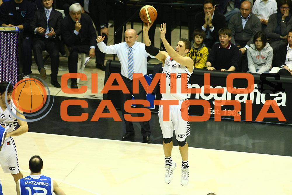 DESCRIZIONE : Bologna Lega A1 2008-09 La Fortezza Virtus Bologna NGC Cantu<br /> GIOCATORE : Alex Righetti<br /> SQUADRA : La Fortezza Virtus Bologna<br /> EVENTO : Campionato Lega A1 2008-2009 <br /> GARA : La Fortezza Virtus Bologna NGC Cantu<br /> DATA : 15/03/2009 <br /> CATEGORIA : tiro<br /> SPORT : Pallacanestro <br /> AUTORE : Agenzia Ciamillo-Castoria/M.Minarelli