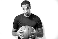 Shaun Livingston of the Golden State Warriors, on August 28, 2014, in Los Angeles, Ca. (Photo by Jed Jacobsohn/The Players Tribune)