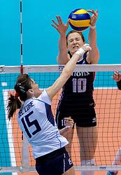 20-05-2016 JAP: OKT Italie - Nederland, Tokio<br /> De Nederlandse volleybalsters hebben een klinkende 3-0 overwinning geboekt op Italië, dat bij het OKT in Japan nog ongeslagen was. Het met veel zelfvertrouwen spelende Oranje zegevierde met 25-21, 25-21 en 25-14 / Lonneke Sloetjes #10, Antonella Del Core #15 of Italie