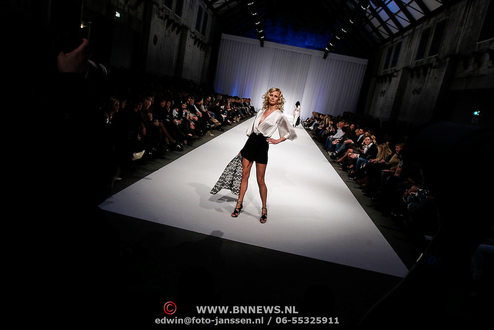 NLD/Amsterdam/20100301 - Modeshow Raak 2010,