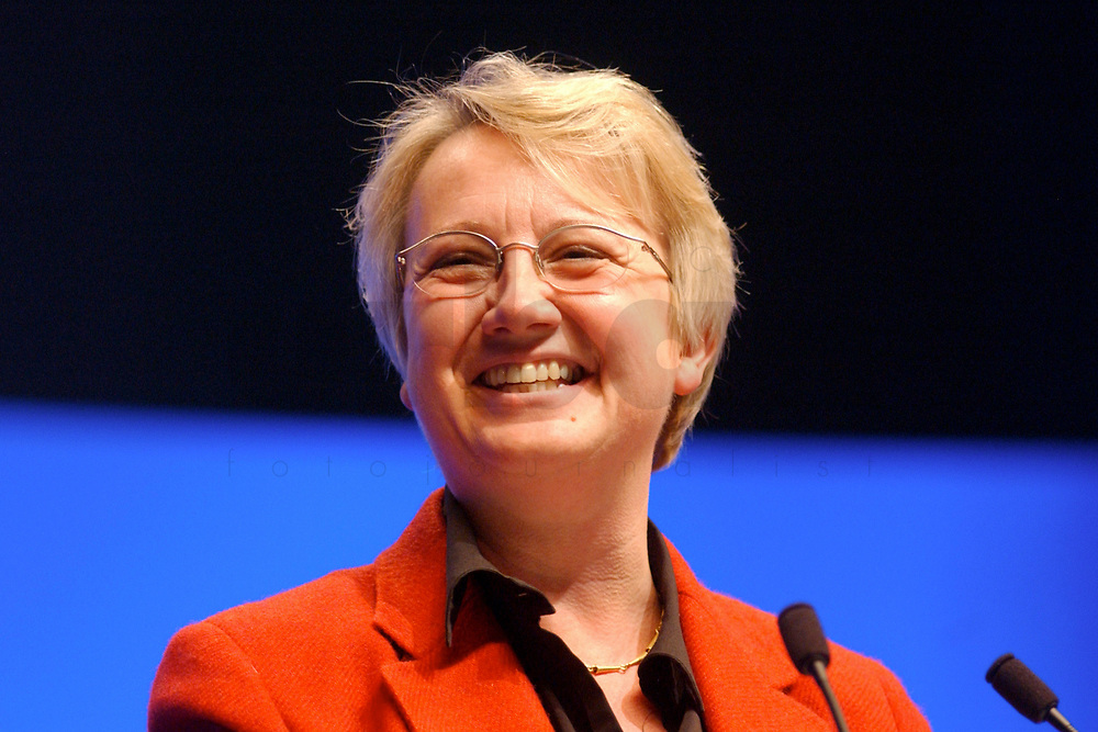 11 NOV 2002, HANNOVER/GERMANY:<br /> Annette Schavan, CDU, Stellvertretende Bundesvorsitzende und Kultusministerin BAden-Wuerttemberg, waehrend ihrer Rede, CDU Bundesparteitag, Hannover Messe<br /> IMAGE: 20021111-01-136<br /> KEYWORDS: Parteitag, party congress, speech,