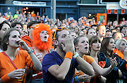 Nederland, Nijmegen, 17-6-2012Voetbalfans, oranjefans, mensen kijken op het koningsplein via een groot beeldscherm naar de ek wedstrijd van oranje tegen portugal. Nederland opende de score, maar was aan het eind van de wedstrijd verslagen en uitgeschakeld.Foto: Flip Franssen/Hollandse Hoogte