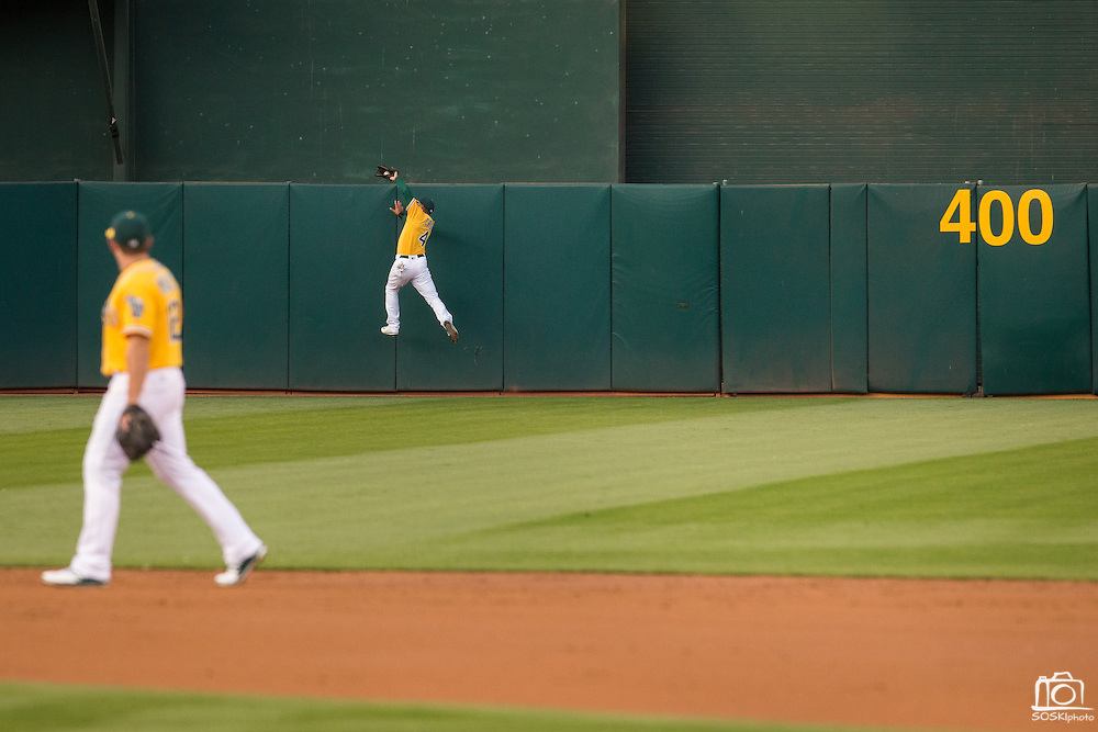 Oakland Athletics left fielder Coco Crisp (4) snags a fly ball over the center field wall against the Baltimore Orioles at Oakland Coliseum in Oakland, Calif. on August 8, 2016. (Stan Olszewski/Special to S.F. Examiner)