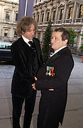 Sir Bob Geldof and Norman Rosenthall, Royal Academy summer exhibition annual dinner. Picadilly.  2 June 2004. ONE TIME USE ONLY - DO NOT ARCHIVE  © Copyright Photograph by Dafydd Jones 66 Stockwell Park Rd. London SW9 0DA Tel 020 7733 0108 www.dafjones.com