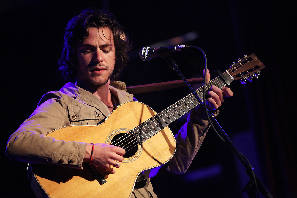 NEW YORK - MAY 04:  Singer/Songwriter Jack Savoretti performs onstage at the City Winery on May 4, 2010 in New York City.  (Photo by Roger Kisby/Getty Images)