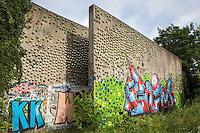 Kruisvaartterrein, Utrecht, voormalig goederenoverslagterrein. Geluidswal aan de Kruisvaartkade. Kunstwerk van Peter Struycken uit 1980.