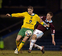 Photo: Jed Wee.<br /> Burnley v Norwich City. Coca Cola Championship. 24/03/2006.<br /> <br /> Norwich's Carl Robinson (L) is tackled by Burnley's Michael Duff.
