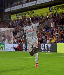 LONDON, ENGLAND - Monday, August 20, 2018: Liverpool's Sadio Mane celebrates scoring the second goal, in the 93rd minute to seal a 2-0 victory, during the FA Premier League match between Crystal Palace and Liverpool FC at Selhurst Park. (Pic by David Rawcliffe/Propaganda)