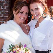 NLD/Laren/20130103 - Huwelijk Laura Ruiters, Leontien Borsato Ruiters en zusje bruid Laura Ruiters