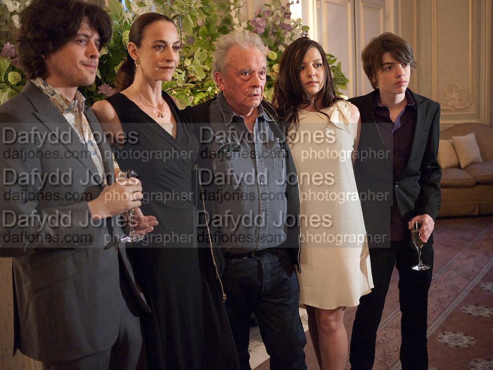 FENTON BAILEY; CATHERINE BAILEY; DAVID BAILEY; PALOMA BAILEY; SASCHA BAILEY, Dinner to mark 50 years with Vogue for David Bailey, hosted by Alexandra Shulman. Claridge's. London. 11 May 2010 *** Local Caption *** -DO NOT ARCHIVE-© Copyright Photograph by Dafydd Jones. 248 Clapham Rd. London SW9 0PZ. Tel 0207 820 0771. www.dafjones.com.<br /> FENTON BAILEY; CATHERINE BAILEY; DAVID BAILEY; PALOMA BAILEY; SASCHA BAILEY, Dinner to mark 50 years with Vogue for David Bailey, hosted by Alexandra Shulman. Claridge's. London. 11 May 2010