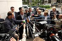 28 AUG 2004, BERLIN/GERMANY:<br /> Gerhard Schroeder, SPD, Bundeskanzler, gibt wartenden Journalisten ein kurzes Statement, vor Beginn der Klausursitzung des SPD Parteivorstandes, vor dem Willy-Brandt-Haus<br /> IMAGE: 20040828-01-027<br /> KEYWORDS: Mikrofon, microphone, Journalist, Journalisten, Pressekonferenz, Gerhard Schröder