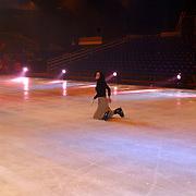 Premiere Holiday on Ice 2004, Aukje van Ginneken op het ijs gevallen