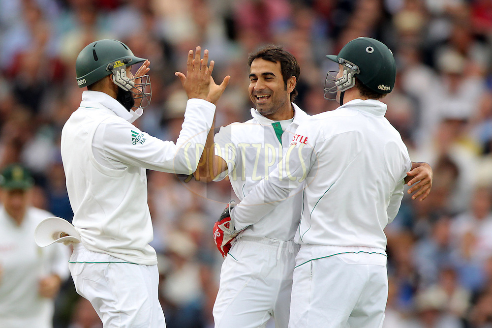 © Andrew Fosker / Seconds Left Images 2012 - South Africa's Imran Tahir (C) celebrates with Hashim Amla (L) & AB de Villiers  after taking the wicket of England's Tim Bresnan bowled for 8  England v South Africa - 1st Investec Test Match -  Day 2 - The Oval  - London - 20/07/2012