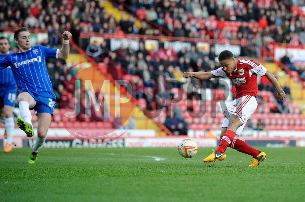 Bristol City's Bobby Reid takes a shot at goal. - Photo mandatory by-line: Dougie Allward/JMP - Tel: Mobile: 07966 386802 01/03/2014 - SPORT - FOOTBALL - Bristol - Ashton Gate - Bristol City v Gillingham - Sky Bet League One