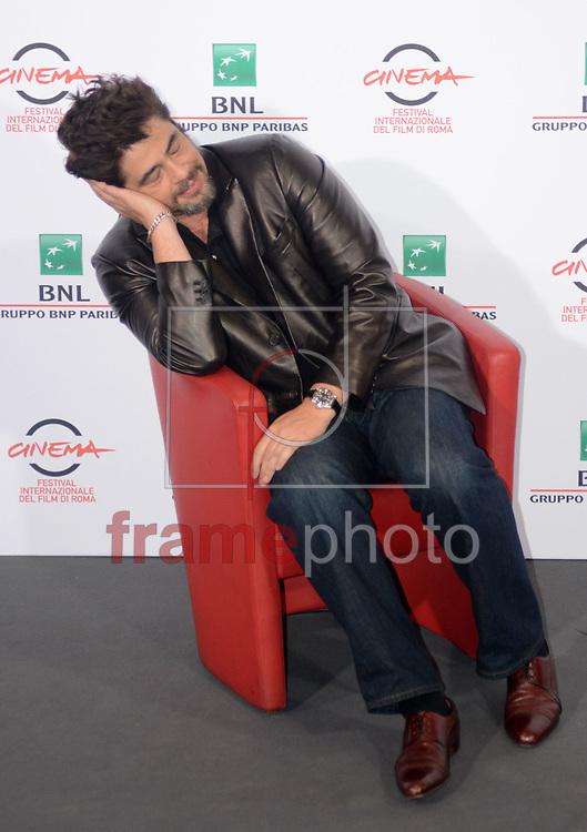 Benicio del Toro durante a seção de fotos do fillme Escobar: Paradise Lost , neste domingo (19/10) na cidade de Roma, Itália. Foto: Wenn/FRAME