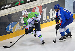 07.02.2015, Albert Schultz Eishalle, Wien, AUT, IIHF, Euro Ice Hockey Challenge, Italien vs Slowenien, im Bild Rok Leber (Slowenien, SLO) und Christian Willeit (Italien, ITA) // during the IIHF Euro Ice Hockey Challenge match between Italy and Slovenia at the Albert Schultz Ice Arena, Vienna, Austria on 2015/02/07. EXPA Pictures © 2015, PhotoCredit: EXPA/ Thomas Haumer
