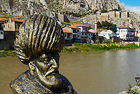Turquie. Region de la Mer Noire. Ville d'Amasya. Statue d'un Pasha de la ville.  // Turkey. Black Sea region. City of Amasya. Pasha ruler statue.