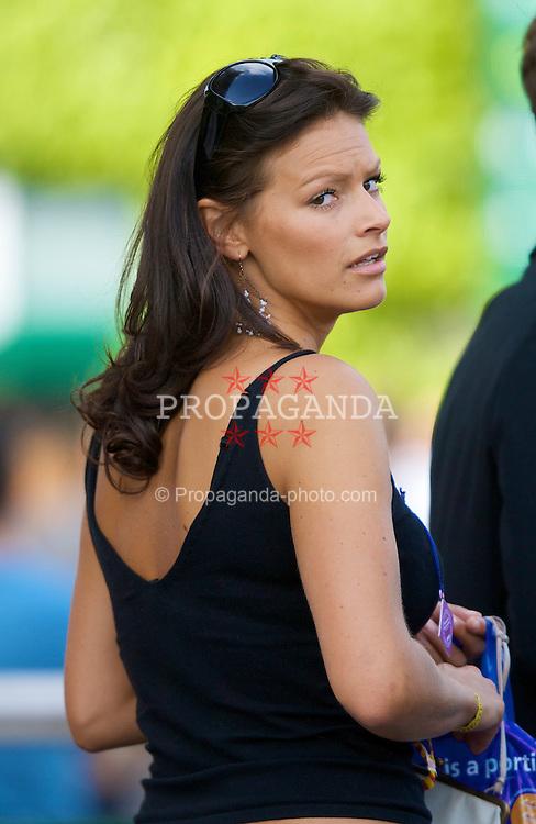 LONDON, ENGLAND - Saturday, June 28, 2008: A female spectator on day six of the Wimbledon Lawn Tennis Championships at the All England Lawn Tennis and Croquet Club. (Photo by David Rawcliffe/Propaganda)