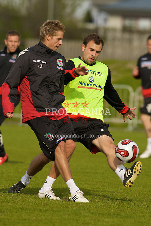 KEFLAVIK, ICELAND - Tuesday, May 27, 2008: Wales' Carl Fletcher (R) and David Edwards training at the Njardvik training ground in Keflavik ahead of the international friendly match against Iceland. (Photo by David Rawcliffe/Propaganda)