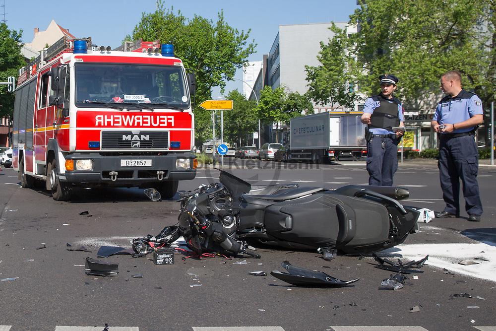 Berlin, Germany - 19.05.2017<br /> <br /> Heavy traffic accident with a car (Jaguar) and a motorcycle at the Lietzenburger Strasse / Nuernberger Strasse in Berlin-Charlottenburg.<br /> <br /> Schwerer Verkehrsunfall mit einem PKW (Jaguar) und einem Motorrad auf der Kreuzung Lietzenburger Strasse / Nuernberger Strasse in Berlin-Charlottenburg.<br /> <br /> Photo: Bjoern Kietzmann