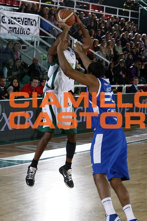 DESCRIZIONE : Avellino Lega A1 2008-09 Air Avellino NGC Cantu<br /> GIOCATORE : Chris Warren<br /> SQUADRA : Air Avellino<br /> EVENTO : Campionato Lega A1 2008-2009<br /> GARA : Air Avellino NGC Cantu<br /> DATA : 08/02/2009<br /> CATEGORIA : tiro<br /> SPORT : Pallacanestro<br /> AUTORE : Agenzia Ciamillo-Castoria/E.Castoria