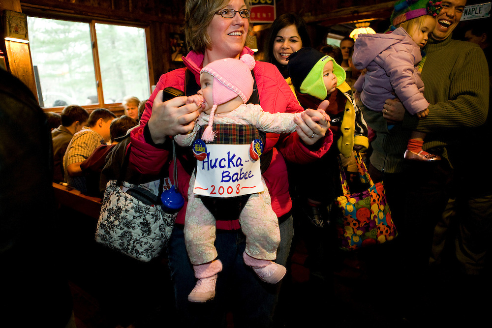 Rachel Stecchi and daughter Audrey, of Milford, N.H., at a campaign event with former Arkansas governor and Republican presidential hopeful Mike Huckabee in Milford, N.H., on Monday, Jan. 7, 2008.