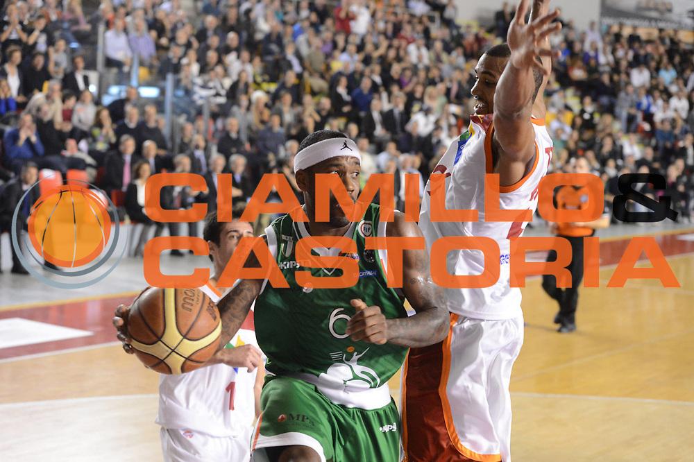 DESCRIZIONE : Roma Lega A 2012-13 Acea Roma Montepaschi Siena <br /> GIOCATORE : Bobby Brown<br /> CATEGORIA : palleggio<br /> SQUADRA : Montepaschi Siena<br /> EVENTO : Campionato Lega A 2012-2013 <br /> GARA : Acea Roma Montepaschi Siena <br /> DATA : 12/11/2012<br /> SPORT : Pallacanestro <br /> AUTORE : Agenzia Ciamillo-Castoria/GiulioCiamillo<br /> Galleria : Lega Basket A 2012-2013  <br /> Fotonotizia :  Roma Lega A 2012-13 Acea Roma Montepaschi Siena <br /> Predefinita :