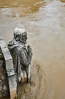France, Paris, Inondations du 3 juin 2016, pont de l'Alma // France, Paris, flood of June 3 2016, Alma Bridge