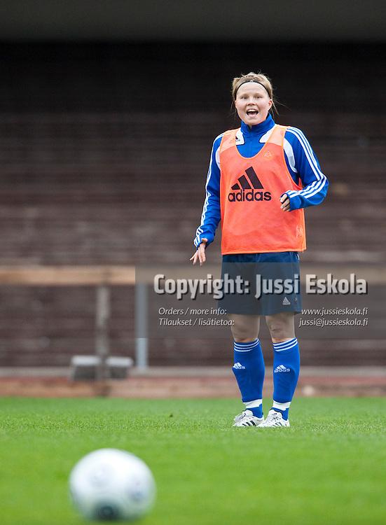 Heini Tiilikainen. Naisten maajoukkueen harjoitukset. Olympiastadion, Helsinki 27.5.2009. Photo: Jussi Eskola