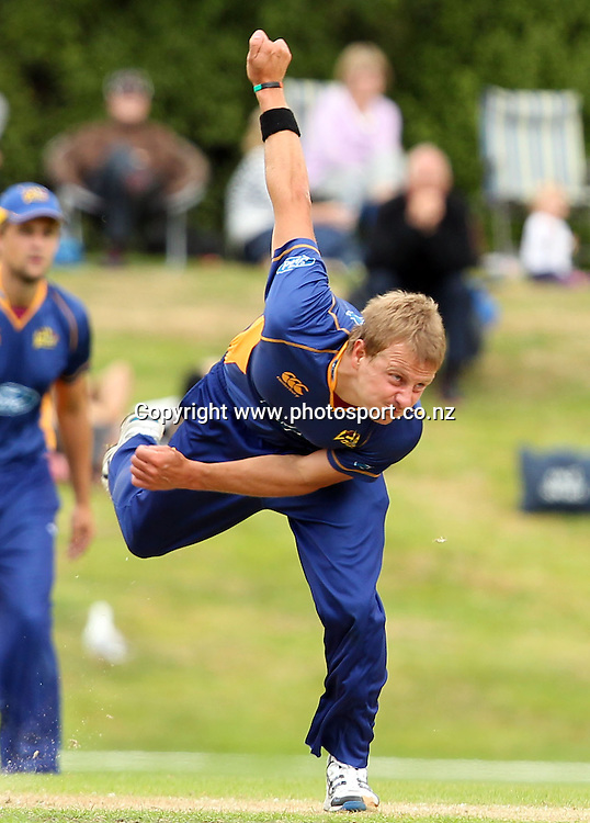 Neil Wagner in action for the Volts.<br /> Otago Volts v Canterbury Wizards, 5 February 2012, University Oval, Dunedin, New Zealand.<br /> Photo: Rob Jefferies/PHOTOSPORT