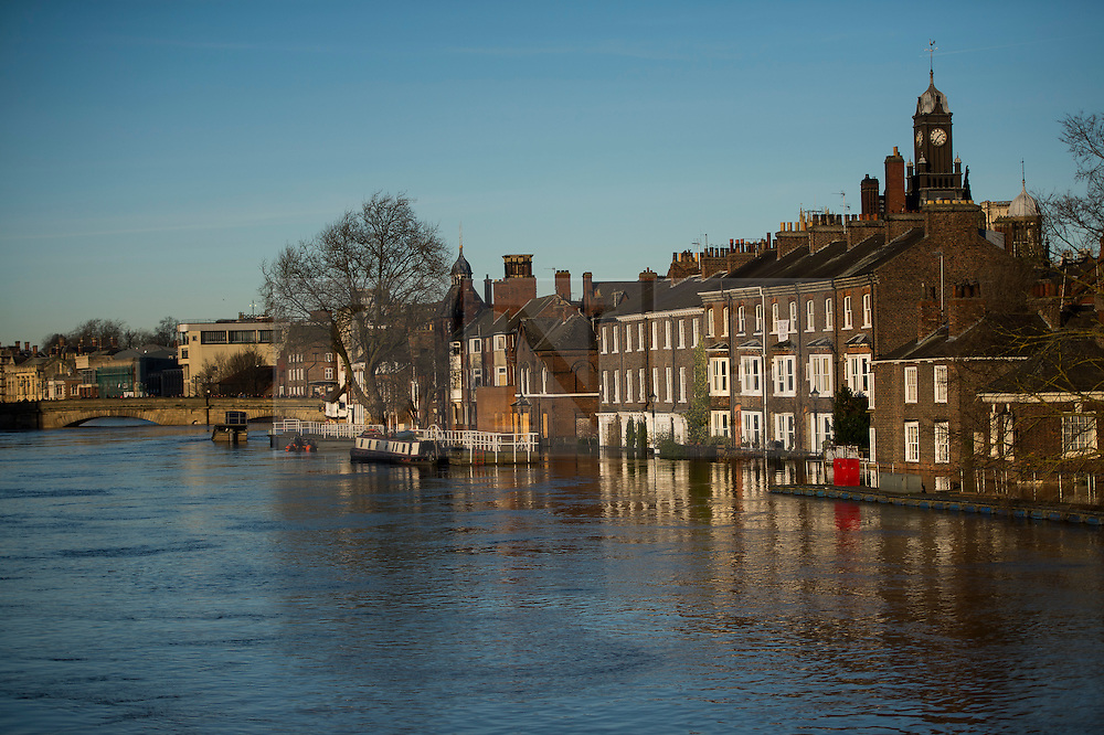 © Licensed to London News Pictures. 27/12/2015. York, UK.  The river Ouse swolen in central York. Large areas of the North of England have been hit by severe flooding following unusually heavy rainfall in December. Photo credit: Ben Cawthra/LNP