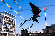 Europa, Deutschland, Nordrhein-Westfalen, Koeln, Skulptur &bdquo;Landender Storch&ldquo; am Ubierring Ecke Rheinuferstrasse am Rheinauhafen.<br />