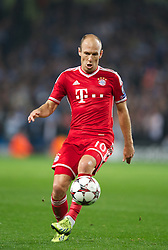 MANCHESTER, ENGLAND - Wednesday, October 2, 2013: Bayern Munich's Arjen Robben in action against Manchester City during the UEFA Champions League Group D match at the City of Manchester Stadium. (Pic by David Rawcliffe/Propaganda)