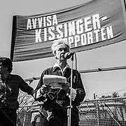 Sara Lidman talar vid demonstration i Saltjsöbaden mot USAs utrikesminister Henry Kissinger.