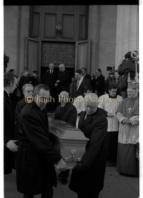 Funeral of Sinead Bean DeValera.    (H82)..1975..09.01.1975..01.09.1975..9th January 1975..Today saw the funeral of Sinead Bean DeValera take place at the Pro Cathedral, Dublin. She was the wife of Ex-President Eamon DeValera. Mrs Devalera was a noted author of childrens literature..Mrs DeValera, Born 3rd June 1878. Died 7th Jan 1975.