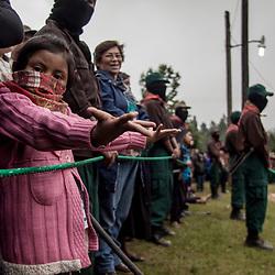 Giovane zapatista assiste alle rappresentazioni teatrali del CompArte