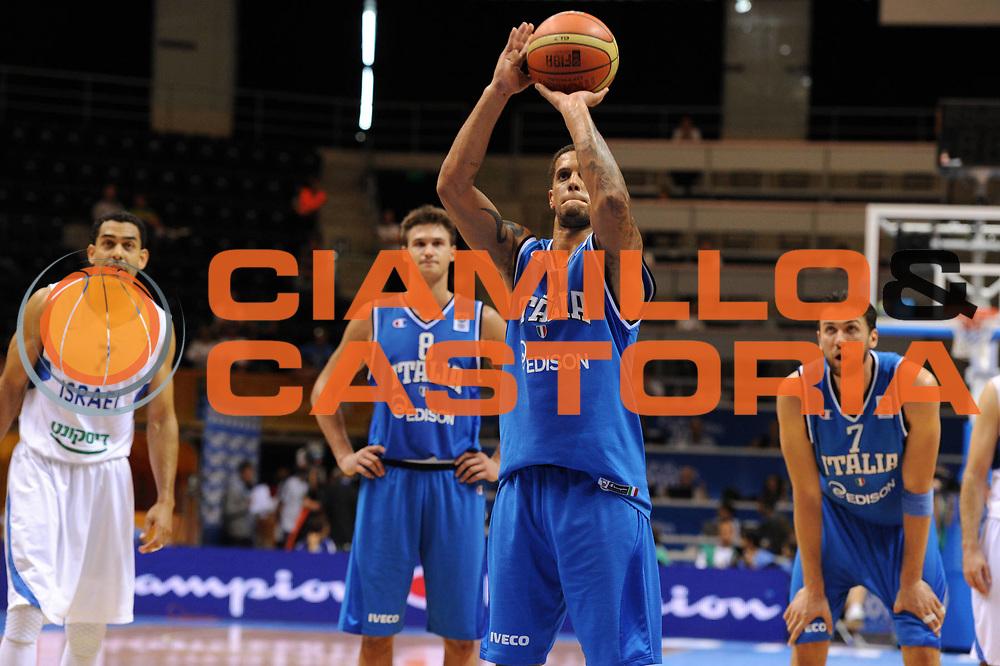 DESCRIZIONE : Siauliai Lithuania Lituania Eurobasket Men 2011 Preliminary Round Italia Israel Italy Israele<br /> GIOCATORE : Daniel Hackett<br /> SQUADRA : Italia Italy<br /> EVENTO : Eurobasket Men 2011<br /> GARA : Italia Israele Italy Israel<br /> DATA : 05/09/2011 <br /> CATEGORIA : tiro libero<br /> SPORT : Pallacanestro <br /> AUTORE : Agenzia Ciamillo-Castoria/GiulioCiamillo<br /> Galleria : Eurobasket Men 2011 <br /> Fotonotizia : Siauliai Lithuania Lituania Eurobasket Men 2011 Preliminary Round Italia Israel Italy Israele<br /> Predefinita :