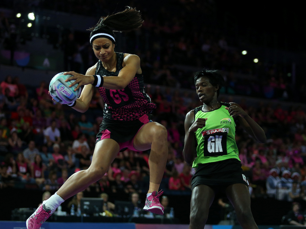 New Zealand's Malia Paseka, left, gets the ball ahead of South Africa's Phumza Maweni in the Fast5 Netball World Series, Vector Arena, Auckland, New Zealand, Sunday, October 09, 2014. Credit:SNPA / Dianne Manson