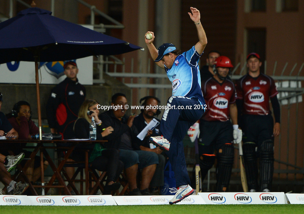 Lou Vincent during the HRV Cup Twenty20 Cricket match between Auckland Aces and Canterbury Wizards at Eden Park on Friday 21 December 2012. Photo: Andrew Cornaga/Photosport.co.nz