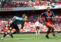 Photo: Tony Oudot.<br /> Paris Saint-Germain v Valencia. The Emirates Cup. 29/07/2007.<br /> David Ngog of Paris St Germain goes past Valencia keeper Timo Hildebrand