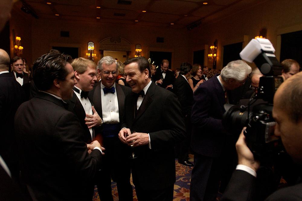 """20 NOV 2003, NEW YORK/USA:<br /> Gerhard Schroeder, SPD, Bundeskanzler, im Gespraech mit Spitzenvertretern der Wirtschaft, waehrend einem Empfang vor einer Festveranstaltung des American Institute for Contemporary German Studies anl. der Verleihung des """"Global Leadership Awards"""" Hotel Grand Hyatt at Grand Central<br /> IMAGE: 20031120-03-015<br /> KEYWORDS: Gerhard Schröder, U.S.A., Reise, Smoking<br /> Gespräch"""