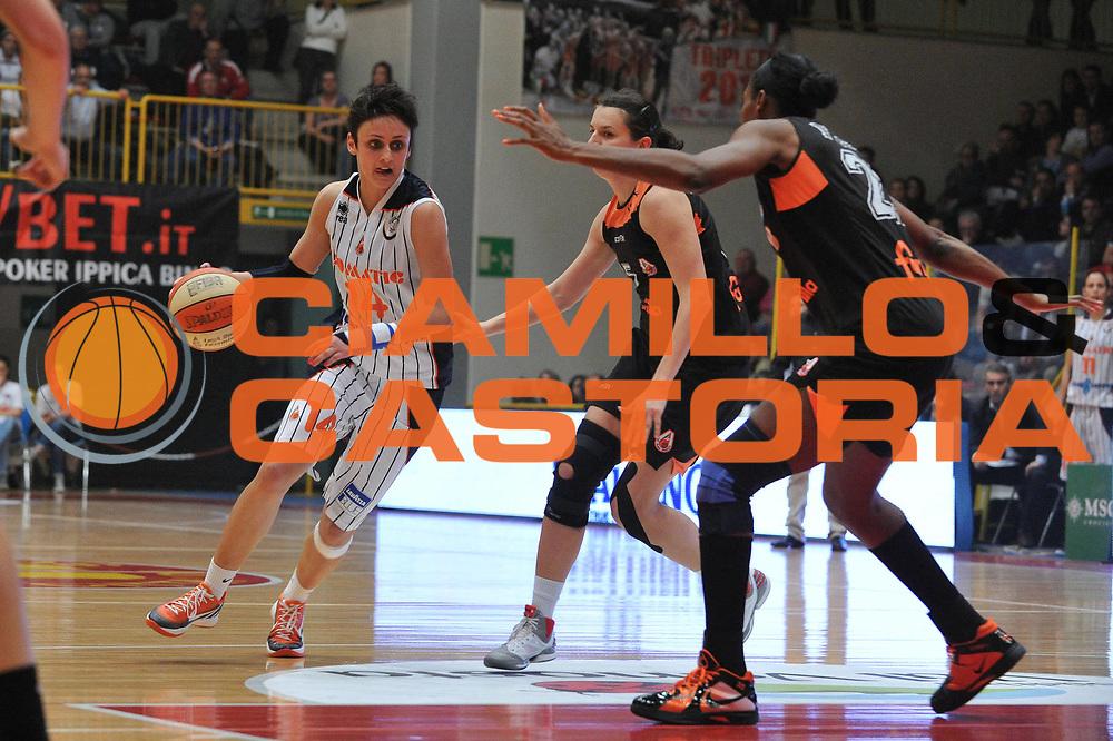 DESCRIZIONE : Schio Vicenza Lega A1 Femminile 2011-12 Coppa Italia Semifinale Famila Wuber Schio Liomatic Umbertide<br /> GIOCATORE : milita jovanovic<br /> CATEGORIA :palleggio <br /> SQUADRA :Famila Wuber Schio Liomatic Umbertide<br /> EVENTO : Campionato Lega A1 Femminile 2011-2012 <br /> GARA : Famila Wuber Schio Liomatic Umbertide<br /> DATA : 17/03/2012 <br /> SPORT : Pallacanestro <br /> AUTORE : Agenzia Ciamillo-Castoria/M.Gregolin<br /> Galleria : Lega Basket Femminile 2011-2012 <br /> Fotonotizia : Schio Vicenza Lega A1 Femminile 2011-12 Coppa Italia Semifinale Famila Wuber Schio Liomatic Umbertide<br /> Predefinita :