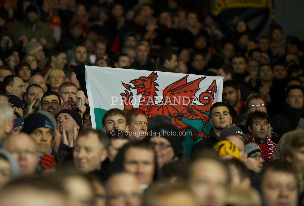 LONDON, ENGLAND - Monday, December 5, 2011: Liverpool supporters stand to remember Wales manager Gary Speed, who died last week, before the Premiership match against Fulham at Craven Cottage. (Pic by David Rawcliffe/Propaganda)