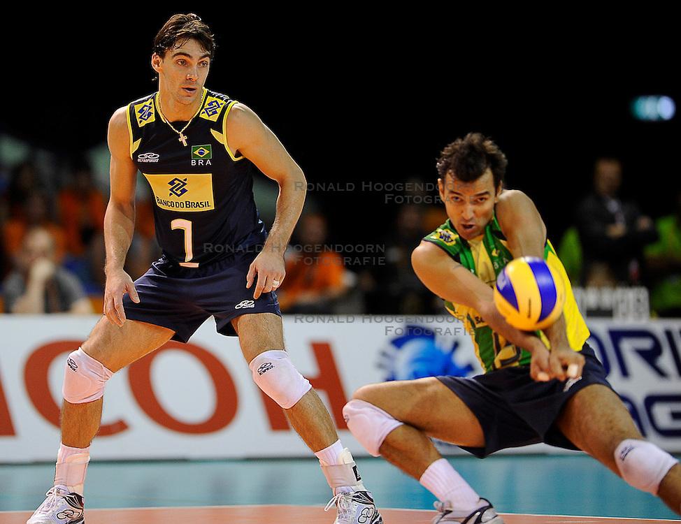 27-06-2010 VOLLEYBAL: WLV NEDERLAND - BRAZILIE: ROTTERDAM<br /> Nederland verliest met 3-2 van Brazilie / Giba en Mario<br /> &copy;2010-WWW.FOTOHOOGENDOORN.NL