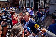 DEN HAAG - Pieter Heerma (CDA) en Sybrand Buma (CDA) bij aankomst op het Binnenhof voor onderhandelingen voor de kabinetsformatie met VVD, CDA, D66 en ChristenUnie onder leiding van informateur Gerrit Zalm..  copyrigth robin utrecht