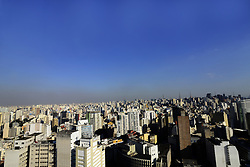 August 29, 2017 - SâO Paulo, São Paulo, Brazil - SAO PAULO SP, SP 24/08/2017 CLIMATE CHANGES: São Paulo presents hot and polluted afternoon on Tuesday (29).Researchers at the University of North Carolina at Chapel Hill in the United States estimate that climate change, if not contained, is expected to cause about 60,000 deaths by 2030 and 260,000 by 2100 due to atmospheric pollution. ''As climate change affects pollutant concentrations in the air, this can have a significant impact on global health by increasing the number of people dying from pollution each year,'' said Jason West, who led the study. Researchers at the University of North Carolina, along with researchers at the University of North Carolina, and researchers at the University of North Carolina at the University of California, Berkeley, are also investigating the effects of high temperatures on chemical reactions that create air pollutants such as ozone and affect public health. Worse of the air due to a smaller action of the rains and to a greater occurrence of fires. (Credit Image: © Cris Faga via ZUMA Wire)