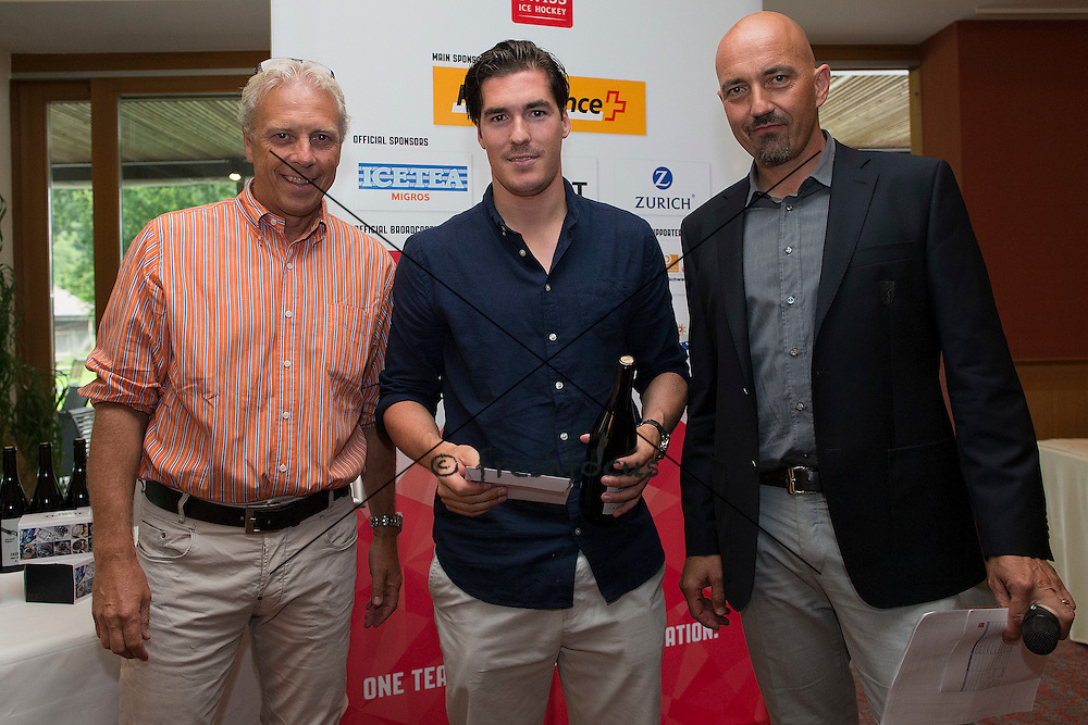 30.07.2014; Luterbach; Eishockey - Swiss Ice Hockey Golf Trophy 2014; Dario Buergler wird ausgezeichnet  (Christian Pfander/freshfocus)