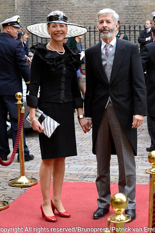 Prinsjesdag 2013 - Aankomst Parlementari&euml;rs bij de Ridderzaal op het Binnenhof.<br /> <br /> Op de foto:  Ronald Plasterk - Minister van Binnenlandse Zaken en Koninkrijksrelaties en partner
